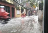 Bão quét vào Hà Nội, khu vực Định Công đường biến thành sông