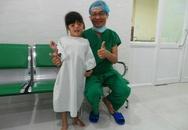 3 giờ mổ tách ngón tay cô bé được 'bác sĩ rao tìm trên Facebook'
