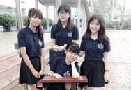 Hình ảnh đáng yêu thời áo trắng của cô gái ngồi xe lăn đi thi THPT Quốc gia