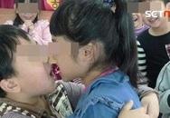 Loạt ảnh học sinh mẫu giáo thoải mái ôm hôn, liếm kem trên mặt bạn khác giới gây tranh cãi