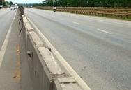 Dân tháo hàng loạt tấm chống lóa trên quốc lộ để... lấy lối đi!