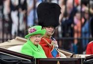 Anh tưng bừng mừng sinh nhật nữ hoàng 90 tuổi