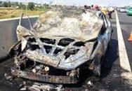 Ôtô cháy ngùn ngụt trên cao tốc Long Thành