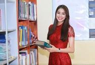 Phạm Hương mặc giản dị giao lưu cùng sinh viên