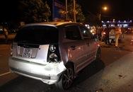 Người đàn ông tông ôtô vào nhiều xe đang dừng đèn đỏ