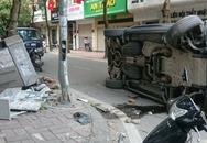 Range Rover đâm cột điện rồi lật giữa phố Hà Nội
