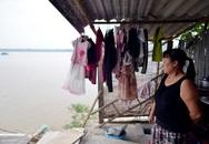 """Hà Nội: 50 người sống trong lo sợ bị """"hà bá"""" nuốt nhà"""