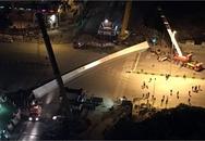 Hà Nội: Dầm thép khổng lồ đổ sập giữa đêm
