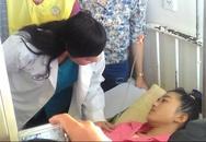 Bộ trưởng Y tế thăm nữ sinh Đắk Lắk mất chân sau tai nạn giao thông