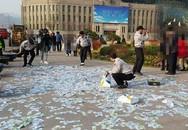 Bài học từ chuyện người phụ nữ vứt đống tiền ra đường không ai nhặt ở Hàn Quốc