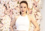 Angela Phương Trinh xinh đẹp và gợi cảm bên hoa