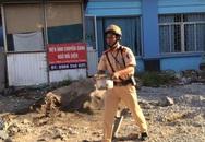 Hành động bất ngờ của chiến sĩ CSGT dưới trời nắng nóng gây sốt mạng