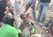 Xúc động cô bé 10 tuổi được cứu khỏi đống đổ nát động đất sau 18 giờ mắc kẹt