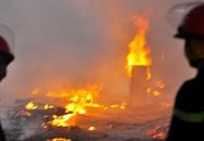 Cháy lớn ở xưởng gỗ, hàng trăm công nhân tháo chạy