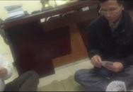 Clip trưởng công an phường đánh bạc ăn tiền ngay trong trụ sở