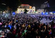 Hàng triệu người đổ ra đường chào đón năm mới