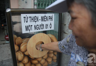 Sài Gòn càng thêm đáng yêu hơn với tủ bánh mì miễn phí cho người nghèo