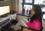 Cô gái bại não Trung Quốc viết 1.000 bài thơ bằng chân