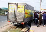 Thấy chồng chết dưới gầm xe tải, vợ ngất xỉu