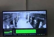 Hà Nội: Cô gái trẻ bị xịt hơi cay, cướp tài sản trong thang máy