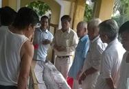 Cá hố nặng 30kg chết, ngư dân Đà Nẵng mai táng