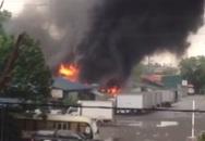Hà Nội: Xe bồn bốc cháy bén vào cây xăng tại khu Đền Lừ