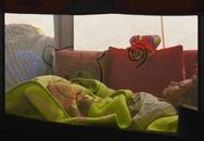 Xót xa cảnh em bé Syria nằm thoi thóp chờ chết