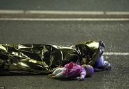 Câu chuyện phía sau bức hình ám ảnh nhất trong vụ khủng bố ở Pháp