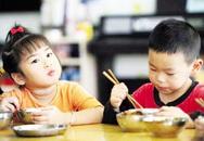 Những nguy cơ khó lường từ việc chậm cho trẻ tập ăn cơm