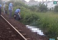 Đi bộ trên đường ray, nam thanh niên bị tàu kéo lê 100m tử vong