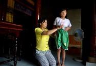 Bé gái 8 tuổi bị cha đánh nhập viện vì ghé thăm mẹ