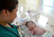 Xót xa bé gái 2 tháng tuổi nhiễm HIV bị bỏ rơi trong bệnh viện