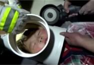 Giải cứu cậu bé 5 tuổi nghịch dại bị kẹt đầu trong ống dẫn nước
