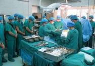Xúc động giây phút bác sĩ cúi đầu mặc niệm nam thanh niên 20 tuổi hiến tạng