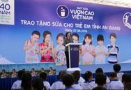 Vinamilk và Quỹ sữa Vươn cao Việt Nam trao tặng 111.000 ly sữa cho hơn 1.200 trẻ em tỉnh An Giang