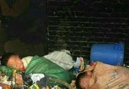 2 học sinh bị ép ngủ trong đống rác, cô giáo chụp hình đăng lên mạng gây phẫn nộ