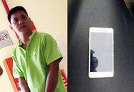 Cô gái khóc tức tưởi đuổi theo tên cướp giật điện thoại