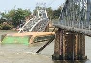 Người lái sà lan đâm sập cầu Ghềnh đổ lỗi do nước xoáy