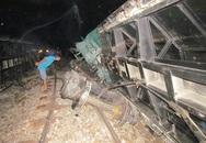 Trắng đêm cứu tàu bị lật khiến đường sắt Bắc - Nam tê liệt