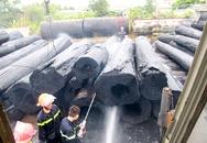 Bãi tập kết gỗ tiền tỷ bị lửa thiêu trụi