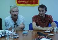 """Hai """"ông Tây"""" đi bộ 7.000 km, quyên góp tiền cho trẻ em Việt Nam"""