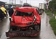 Ba người kêu cứu trong ôtô bị húc văng 10 m