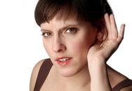 Tại sao phụ nữ dễ khắc phục mất thính lực hơn nam giới?