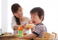 Làm thế nào để khắc phục tình trạng trẻ ăn quá lâu?