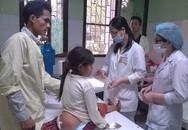 Kỳ diệu hành trình tìm sự sống của bé gái người Mông có khối u dị thường