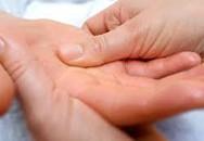 Thuốc nào chữa bệnh ra mồ hôi tay chân?