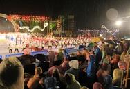 Ngàn người đội mưa xem khai mạc Đại hội thể thao bãi biển châu Á ở Đà Nẵng