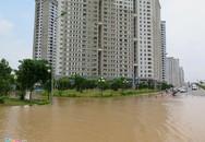 Ngày thứ 2 sống trong 'ốc đảo' sau cơn mưa kỷ lục