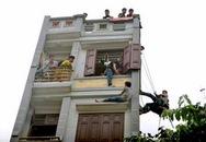 Nhiều con bạc nhảy lầu thoát thân khi cảnh sát đột kích