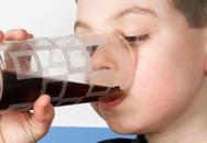Lỡ uống nước giải khát nhiễm chì, phải làm sao?